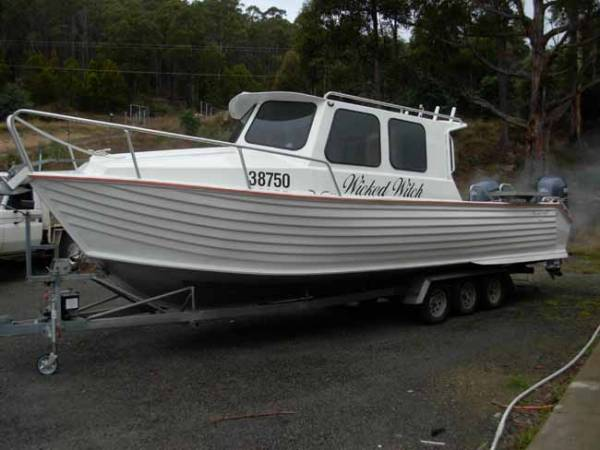 "Sterncraft 8.3M Powerboat ""Wicked Witch"""