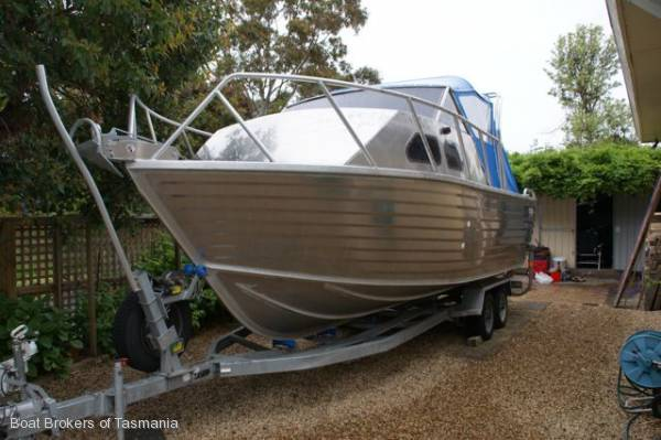 Used aluminum jon boats bing images for Aluminum boat with cabin for sale